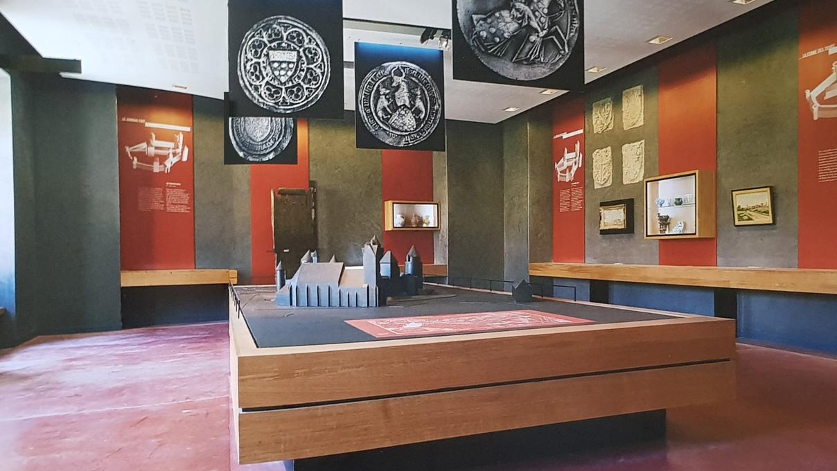 maskarade-scenographie-chateau-blandy-donjon-salle-1208